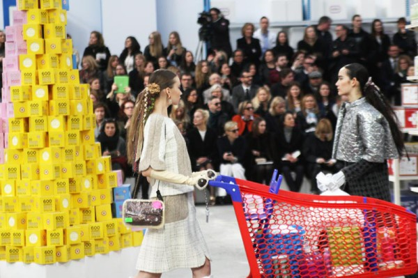 chanel-shopping-center-PFW-fw-14-19-600x399