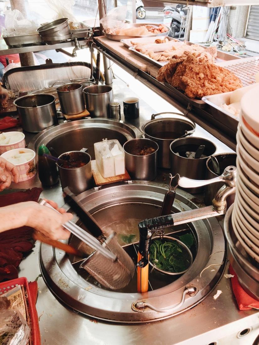 {food}台北京站-後火車站-小吃店-阿吉小吃 好吃的紅糟肉飯