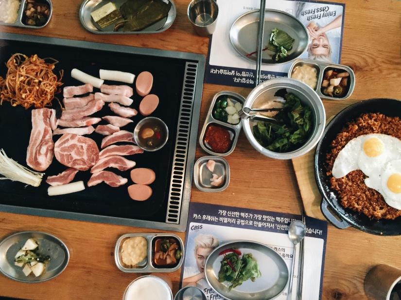 {travel}韓國首爾自助旅行-首爾弘大夜店街 必吃超好吃的煎 濟州島黑豬肉 三層肉 401藝人,YG經紀公司開
